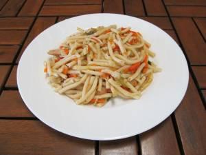 Kantonské nudle ( kuřecí maso, hlávkové zelí )