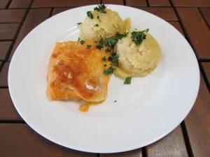 Rybí filé po novohradsku ( mouka, paprika, česnek )