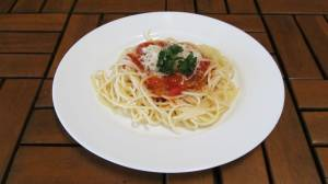 Špagety s neapolskou omáčkou a sýrem ( bezmasé)